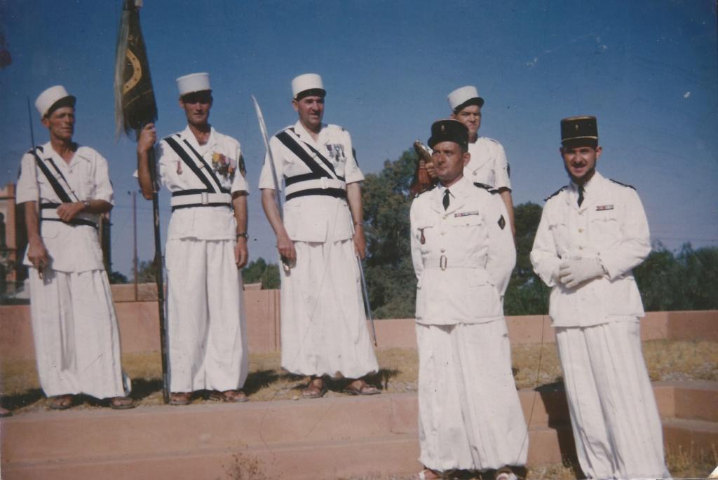 На фото– легіонери 1ї Сахарської Роти Легіону (Compagnie Saharienne Portée de la Légion Etrangère). Південь Алжиру, Ен-Сефра, жовтень 1955 року. Світлина з особистого архіву офіцера 1ї Сахарської Роти Легіону.